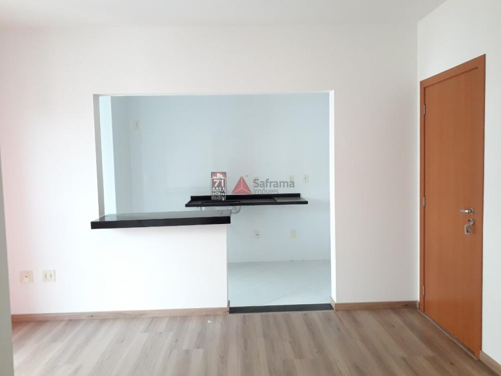 Alugar Apartamento / Padrão em Pindamonhangaba apenas R$ 1.100,00 - Foto 1