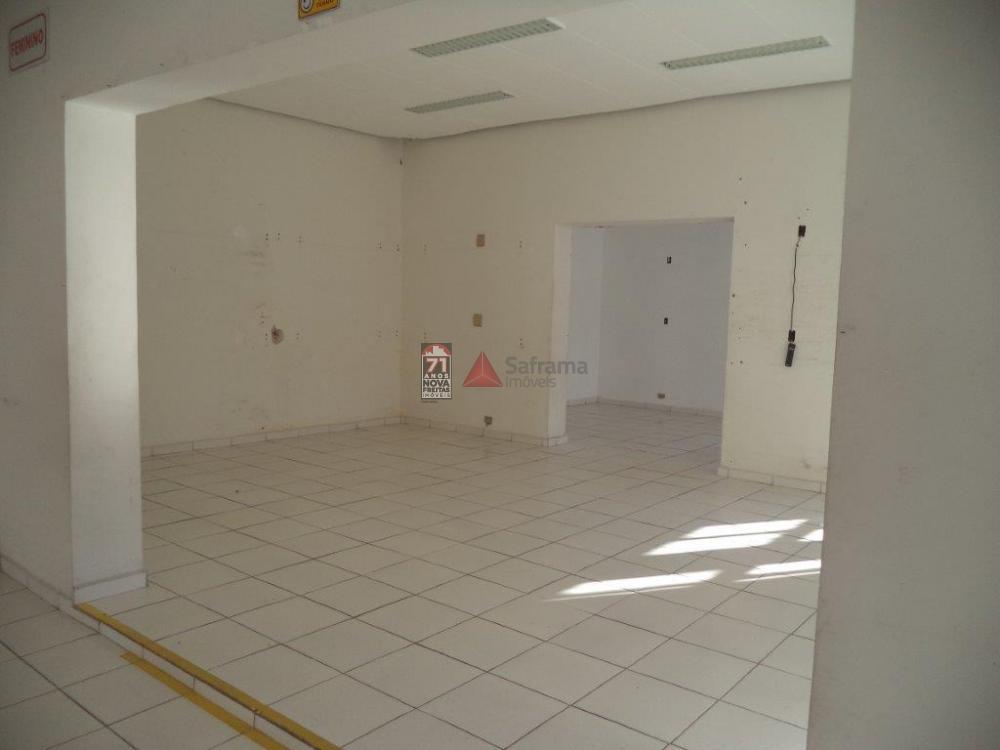 Alugar Comercial / Salão em Pindamonhangaba apenas R$ 5.200,00 - Foto 2
