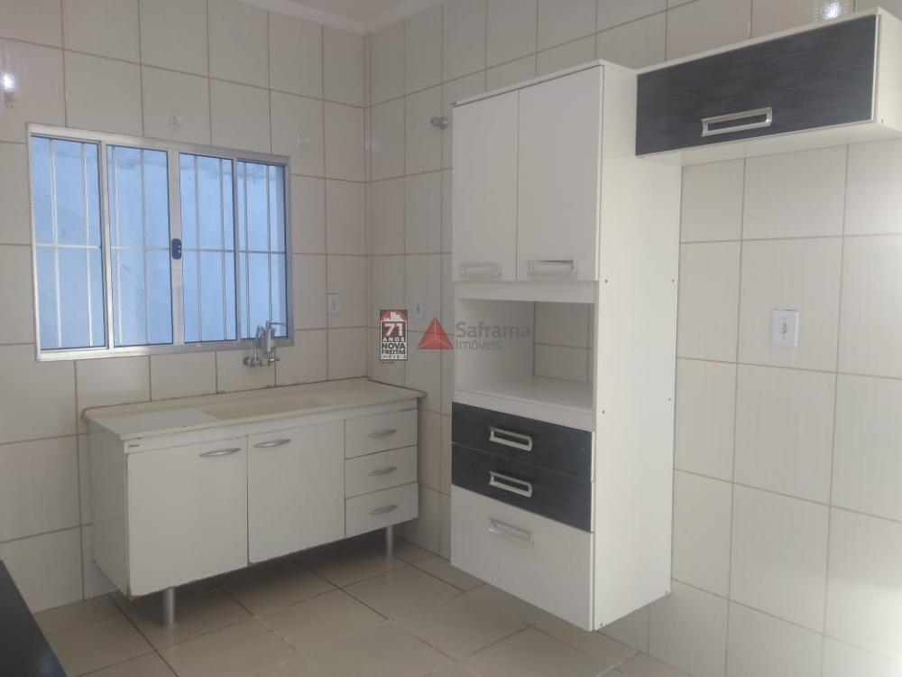 Alugar Casa / Padrão em Pindamonhangaba R$ 700,00 - Foto 6