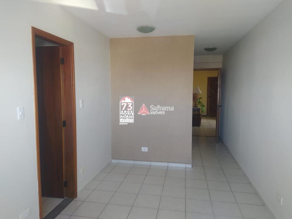 Apartamento / Padrão em Pindamonhangaba Alugar por R$800,00