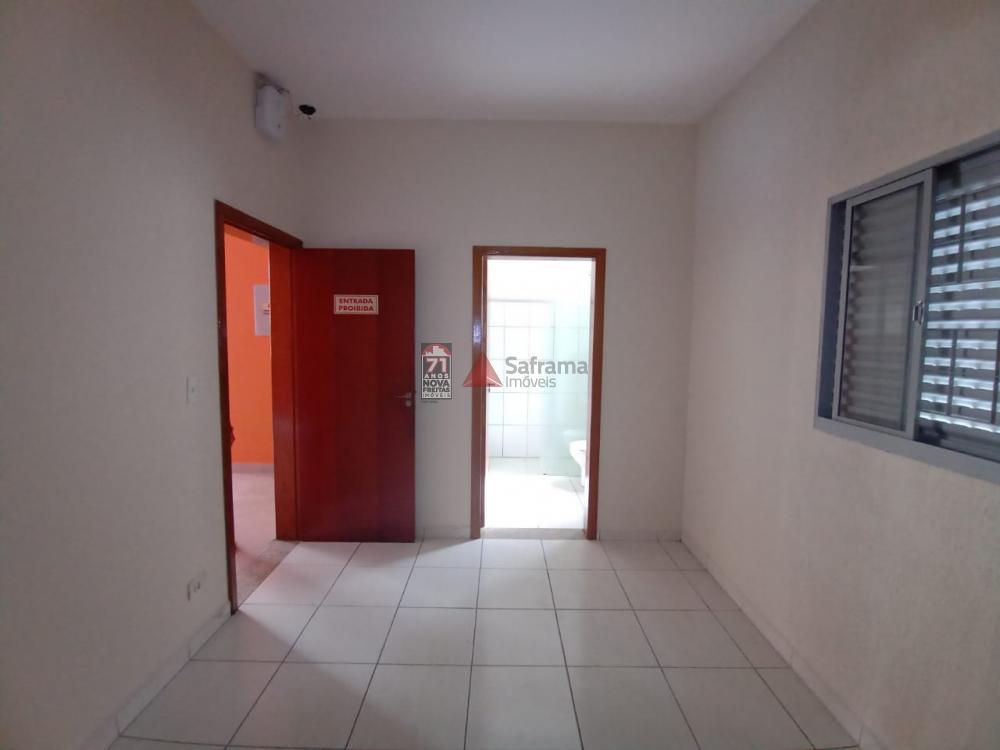 Alugar Comercial / Loja em Pindamonhangaba R$ 5.500,00 - Foto 14