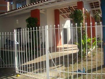 Alugar Casa / Padrão em São José dos Campos. apenas R$ 5.500,00