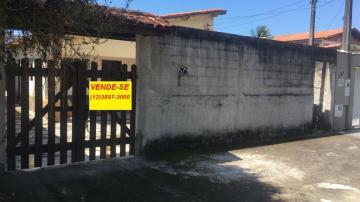 Alugar Casa / Padrão em Caraguatatuba. apenas R$ 900,00
