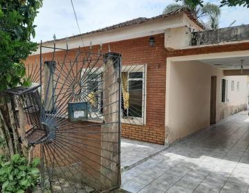 Alugar Casa / Padrão em Monteiro Lobato. apenas R$ 275.000,00