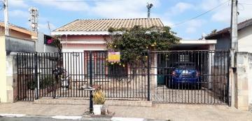 Alugar Casa / Padrão em Pindamonhangaba. apenas R$ 2.700,00