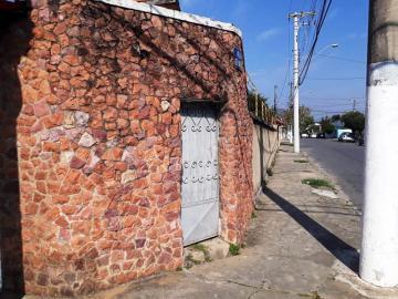 Alugar Casa / Padrão em Pindamonhangaba. apenas R$ 350.000,00