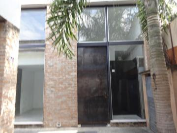 Pindamonhangaba Centro comercial Locacao R$ 2.500,00 Condominio R$500,00  Area do terreno 250.00m2