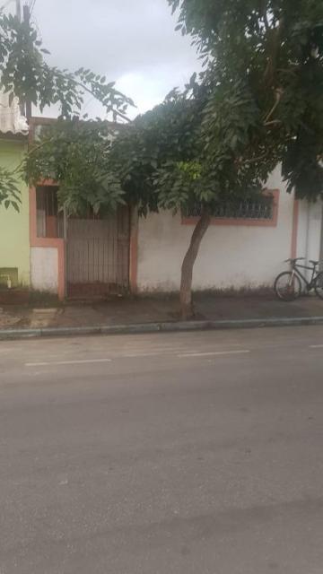 Alugar Casa / Padrão em Caraguatatuba. apenas R$ 230.000,00