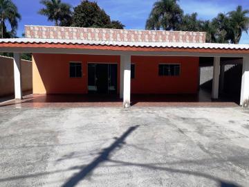 Casa / Padrão em Pindamonhangaba Alugar por R$1.100,00