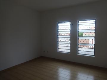 Alugar Casa / Padrão em Pindamonhangaba. apenas R$ 1.300,00
