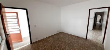 Casa / Padrão em Pindamonhangaba Alugar por R$1.250,00