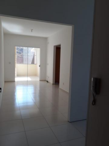 Apartamento / Padrão em Pindamonhangaba Alugar por R$1.000,00