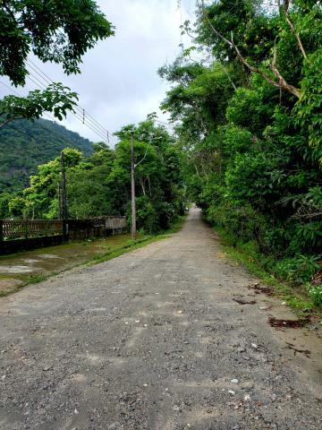 Alugar Terreno / Padrão em Caraguatatuba. apenas R$ 150.000,00