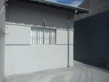 Alugar Casa / Padrão em Pindamonhangaba R$ 700,00 - Foto 2