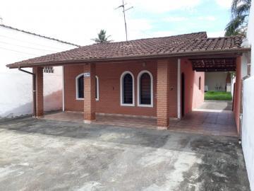 Alugar Casa / Padrão em Caraguatatuba. apenas R$ 1.800,00